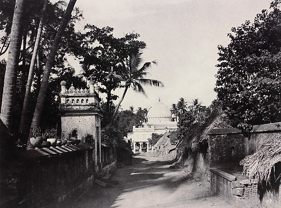 Trichinopoly: Musjid of Nutter Owleah, From the Head of the Lane Leading to It, by Linnaeus Tripe | Nazmiyal Design Blog